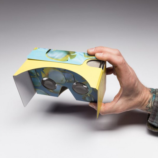 Designers Use Cardboard Virtual Reality Viewer to Immerse Recipients in Dimensional World